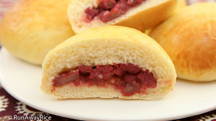 Baked Pork Buns (Banh Bao Nuong) - Bakery-Style Recipe | recipe from runawayrice.com #RunAwayRice #AsianRecipe #VietnameseRecipe #VietnameseFood #VietDish #BanhBaoNuong #BanhBaoXaXiu #CharSiuBao #BakedPorkBuns #BakedCharSuiBao #PorkBuns