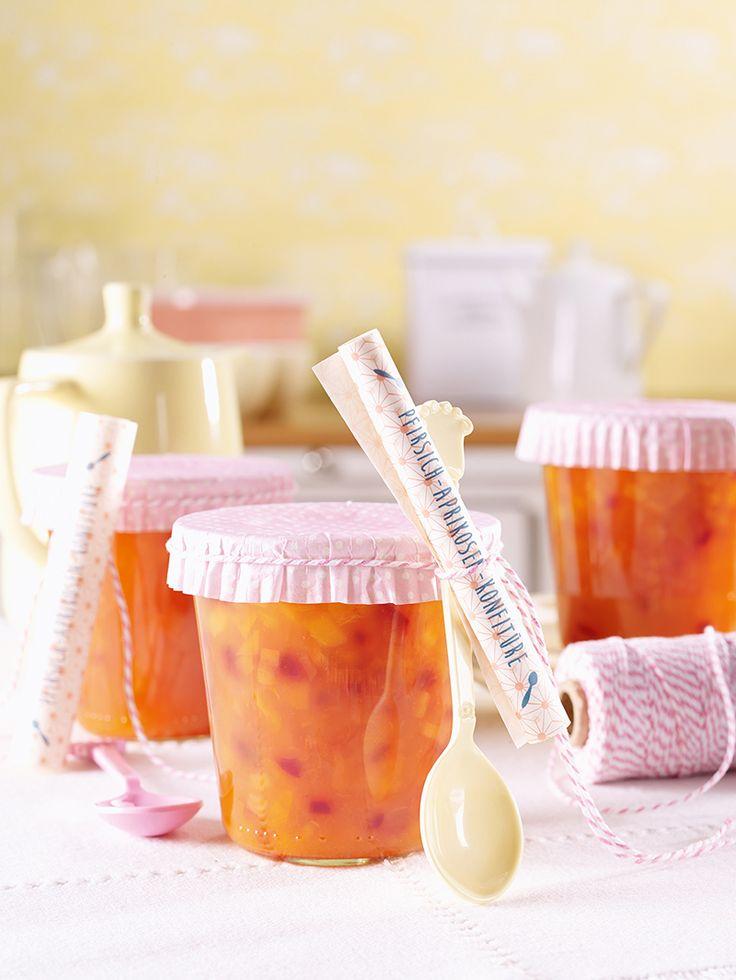 Gelbe Sommer-Früchte im Glas