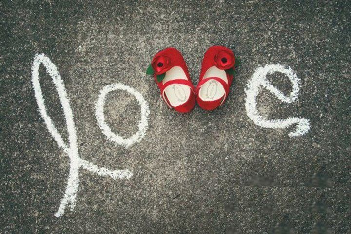 Cute way to announce a little one on the way...but I would totally do this with a little pair of converse!