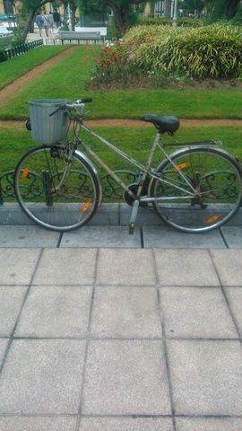 . Vendo bicicleta de paseo marca BH,modelo Gacela,en buen estado.
