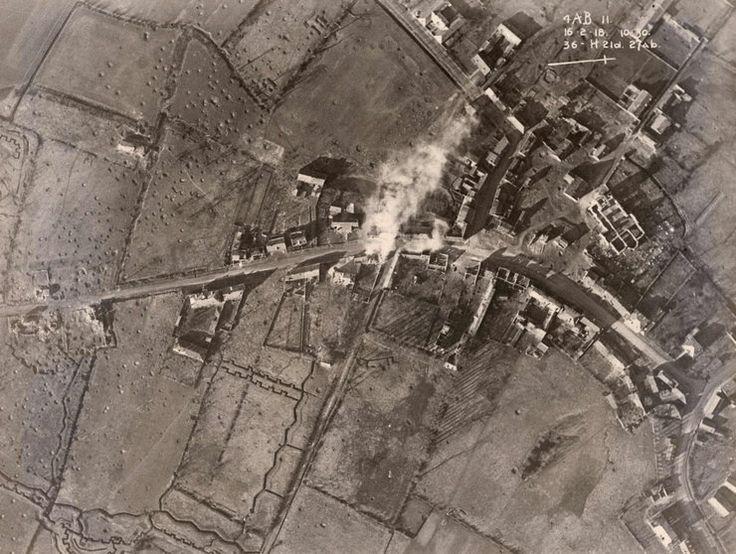 Lotnicze zdjęcie wykonane przez aliantów, pokazujace zbombardowane miejsce na Wschodnim Froncie, 16 luty 1918 roku