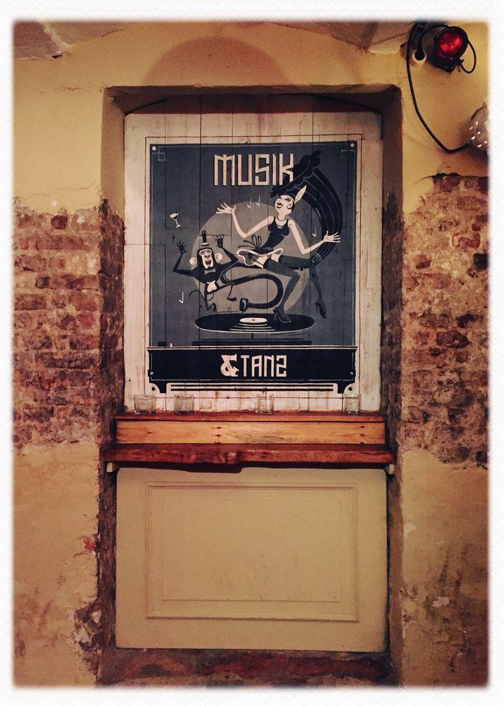 #musik und #tanz in unserem #gewölbekeller in #berlin #berlinmitte #friedrichstraße #hackendahl #party #illustration
