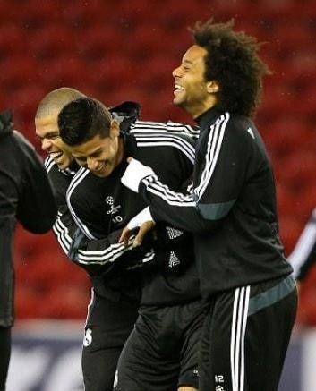 James, Pepe y Marcelo en el entrenamiento. Buen ambiente en Anfield.