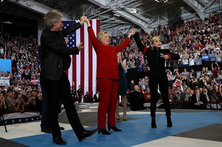 Hillary Clinton cerró su campaña con Lady Gaga y Bon Jovi Bon Jovi y Lady Gaga con Hillary Clinton en Carolina del Norte. Fue el último acto de campaña antes de las elecciones presidenciales en Estados Un... http://sientemendoza.com/2016/11/11/hillary-clinton-cerro-su-campana-con-lady-gaga-y-bon-jovi/