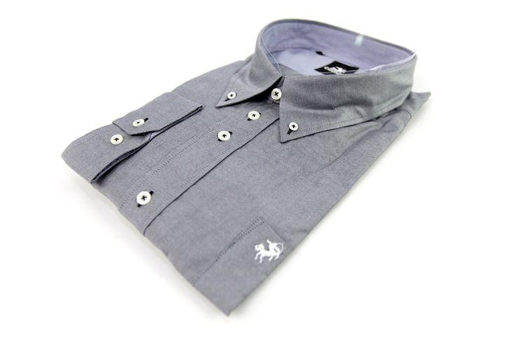 Koszula szara idealna pod elegancką marynarkę. Z przodu kieszonką z naszytym logo marki Culture. Skład: 100% bawełna