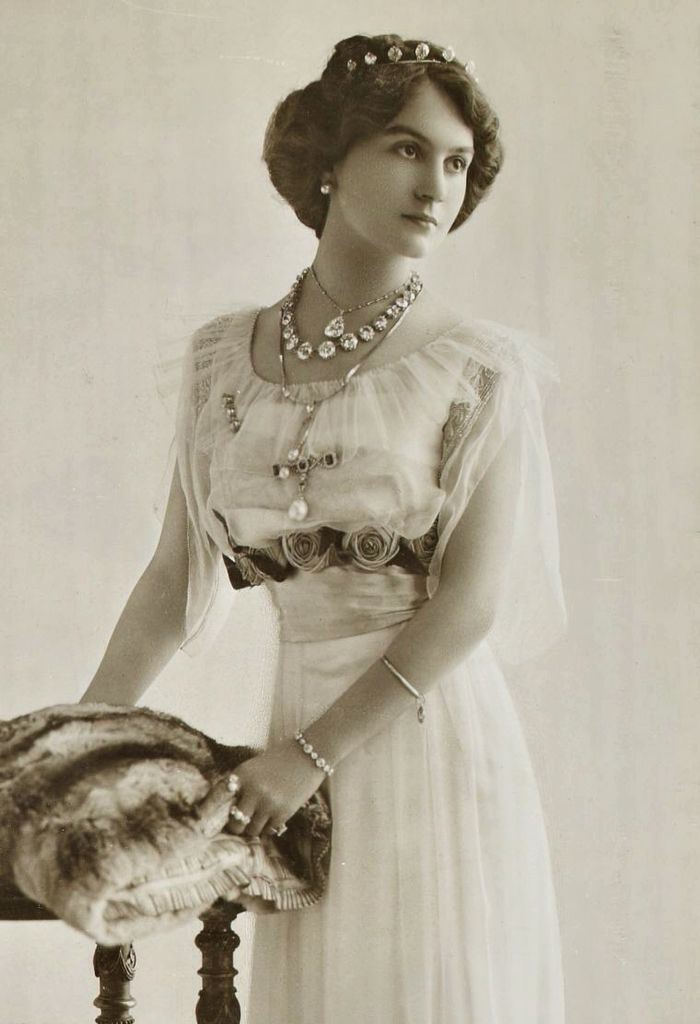 fashion in the edwardian era Gaining popularity parallel to the advent of fashion photography in the early   her face was ubiquitous during the edwardian era and was often.