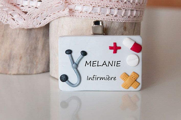 Badge Infirmière hôpital en pâte fimo polymère : Pins, badges par coquelicocotte