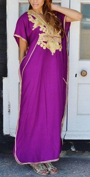 Vestidos caftán bordados a mano con mucho mimo. http://moda.bioargannature.com/producto/vestido-caftan-marroqui-bordado-mano/ …