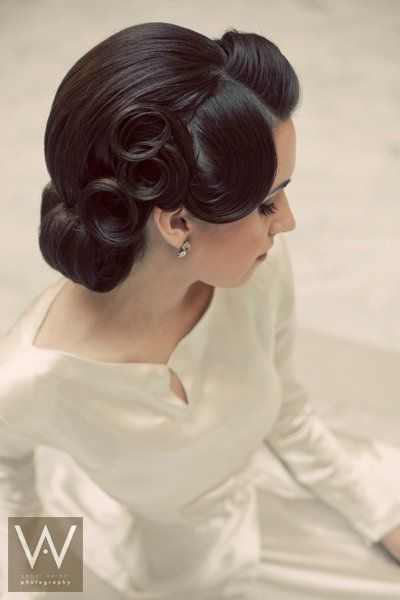 1940s inspired up-do - Hair and Make-up by | http://bestromanticweddings.blogspot.com