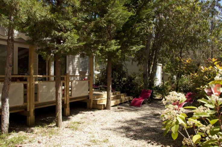 2 Salles d'eau - Barbecue à gaz - Climatisation - TV - Lave-linge  - Transats ! Le mobile-home Patio 3 chambres : le luxe à prix camping : tout le confort de la maison en vacances en camping dans le Var !