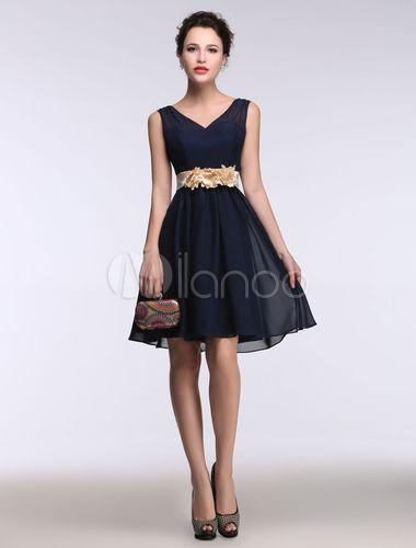 0db5ef6e3 Vestido de cóctel de color azul marino oscuro con cuello en V sin mangas  con flor