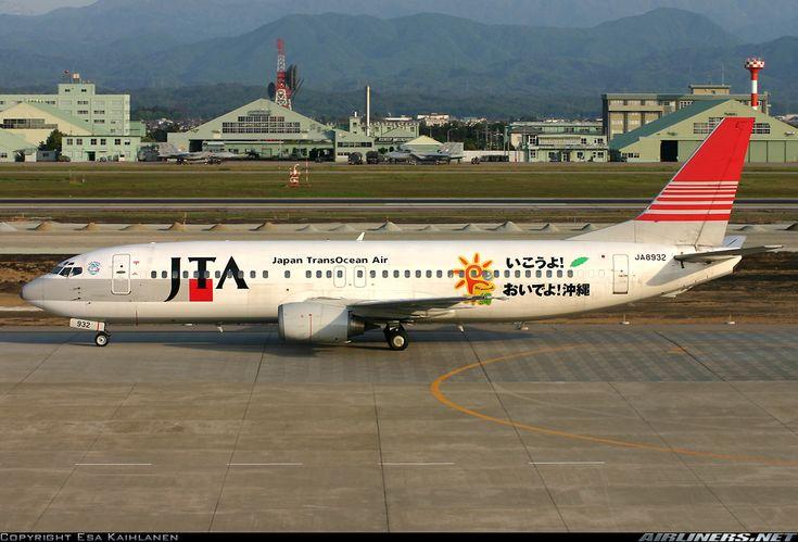 Japan TransOcean Air - JTA (JP) Boeing 737-429 JA8932 aircraft, with the sticker ''Re: Okinawa'' on the airframe, skating at Japan Komatsu Airport. 06/05/2004.