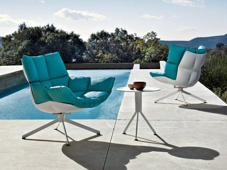 mobilier de jardin design table blanche basse coussins bleus mobilier italien mobilier de