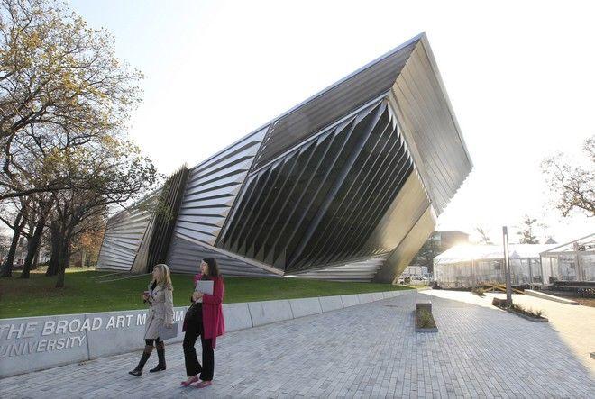 Ζάχα Χαντίντ: Η Ιρακινή με τον Έλληνα μέντορα, που άλλαξε την μοντέρνα αρχιτεκτονική | Αφιερώματα | NEWS247