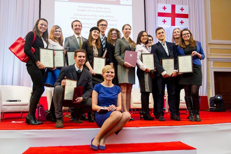 Dr. Katarzyna Pisarska with our new alumni :)