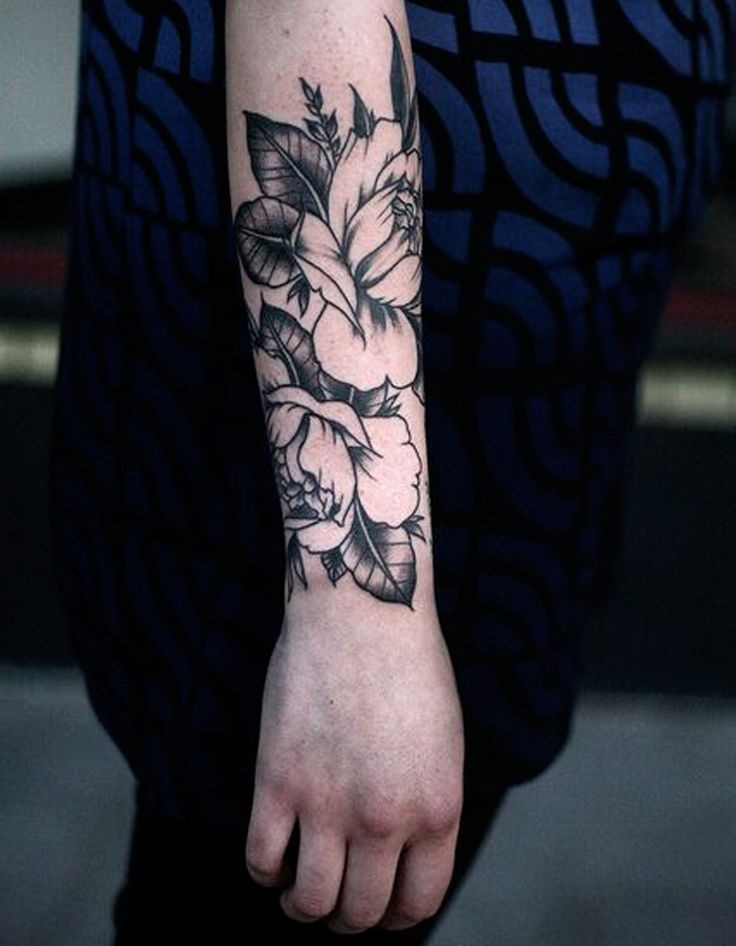 Tatouage fleur avant-bras