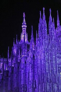 Catedral de Milán, Italia, Bajo la noche