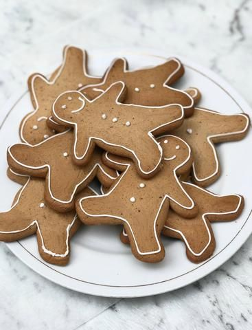 Low FODMAP Gingerbread Recipe!  Https://fodmaphealth.com Free Gluten free Christmas ideas!