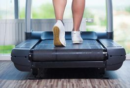 Can You Do Arm Workouts While on the Treadmill? | LIVESTRONG.COM