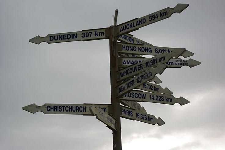 Nouvelle-Zélande : Panneau près de la colonie... A 16376 Km de Paris