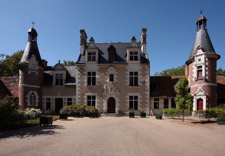 Château de Troussay, Loir-et-Cher #LoireValley http://www.my-loire-valley.com/2013/08/troussay-plus-petit-chateau-loire/