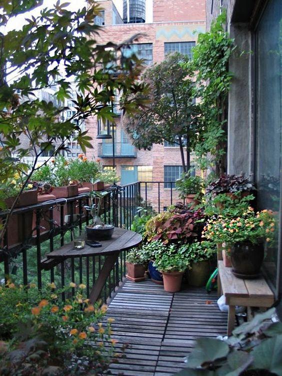 10 ideas para decorar el balcón ¡dale vida en primavera! Vegetable Garden Design, Small Garden Design, Outdoor Rooms, Outdoor Living, Dubai Miracle Garden, Balcony Plants, Balcony Gardening, Rooftop Garden, Gardening Tools