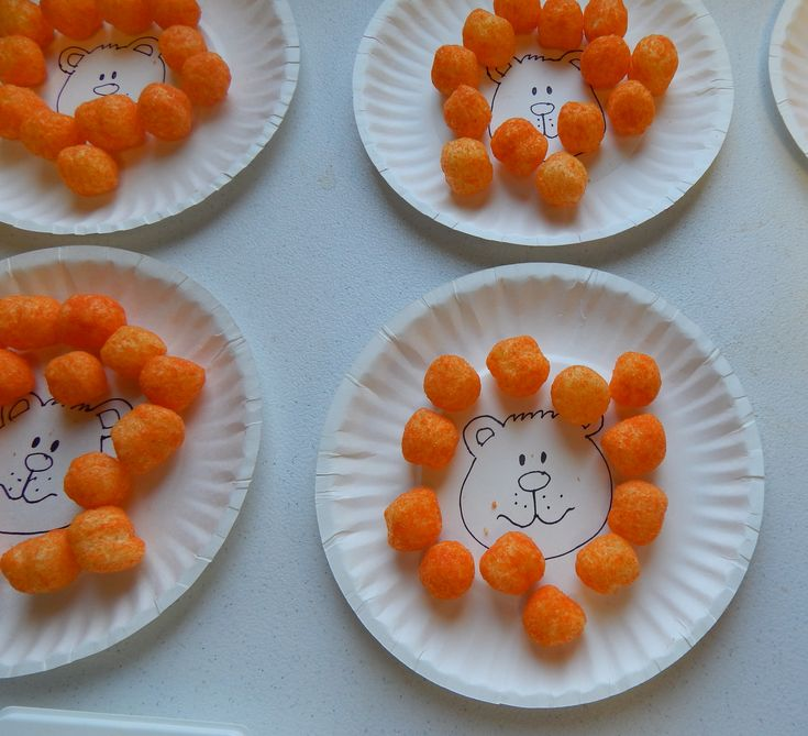 Kids had fun arranging the balls around the lion face.