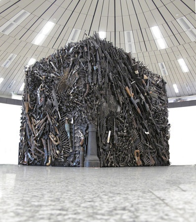 The Gun Sculpture, by Sandra Bromley and Wallis Kendal.