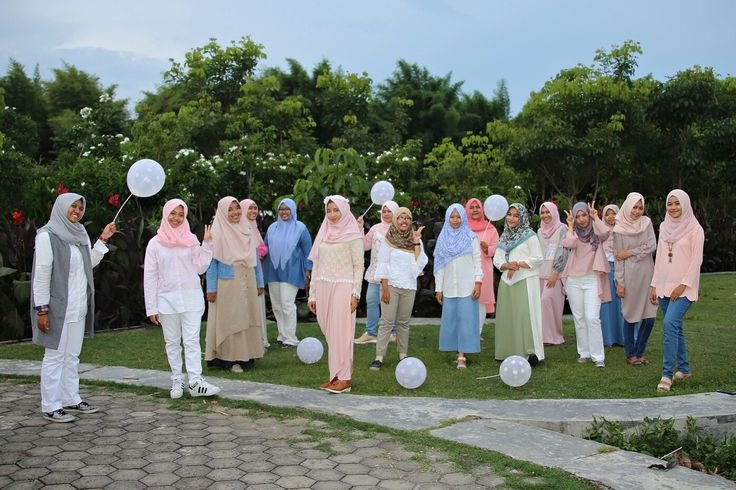 garden party #photogroup #hijabootd #hijab #hijabstyle #friends #squad #gardenparty