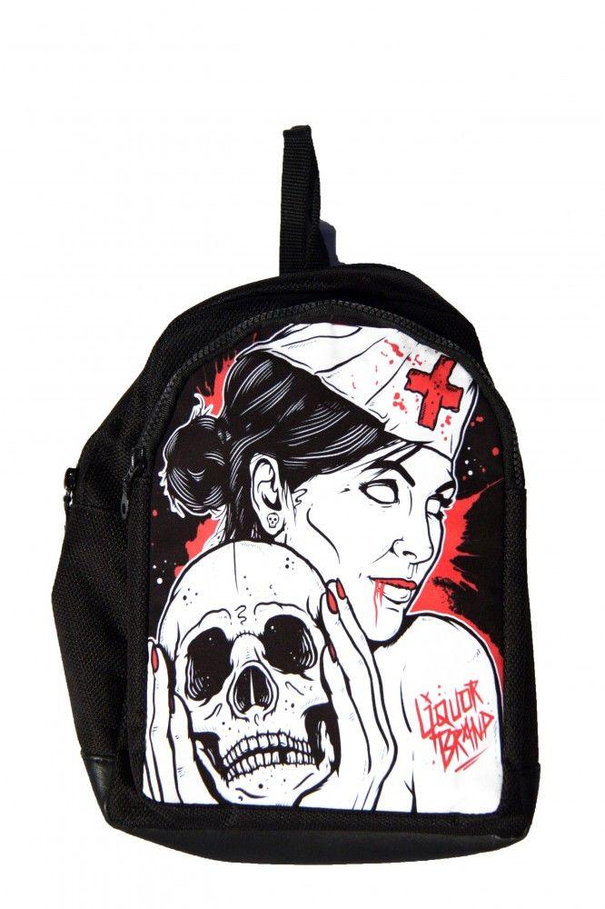 Hátitáska, hátizsák, vöröskeresztes nő koponyával