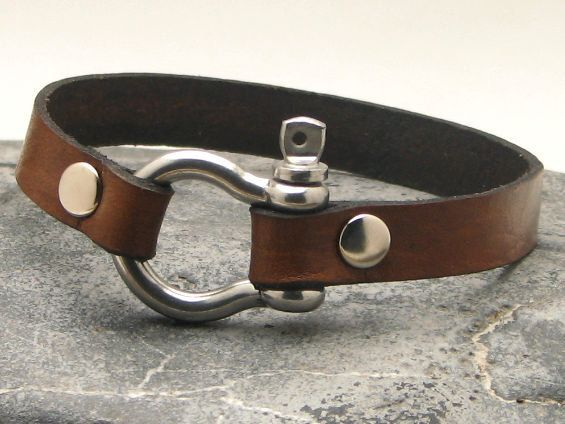 FREE SHIPPING Men's leather bracelet Brown leather cuff men's bracelet with silver plated horseshoe clasp