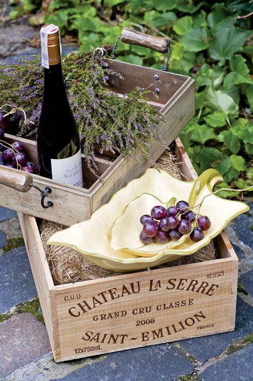 -TOUR DES REGIONS- Saint-Emilion… un village médiéval exceptionnel implanté au cœur du célèbre vignoble bordelais, salué aujourd'hui du fait de la prépondérance de ses propriétés viticoles, les qualités extraordinaires de ses vins et de la majesté de son architecture. Article à retrouver dans le Journal à Part #3