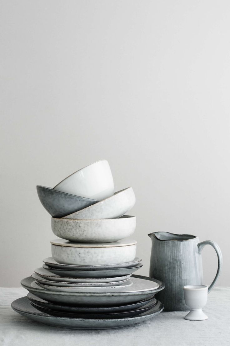 Nordic Sea & Sand servies van Broste Copenhagen. Het combineert prachtig en is tijdloos.