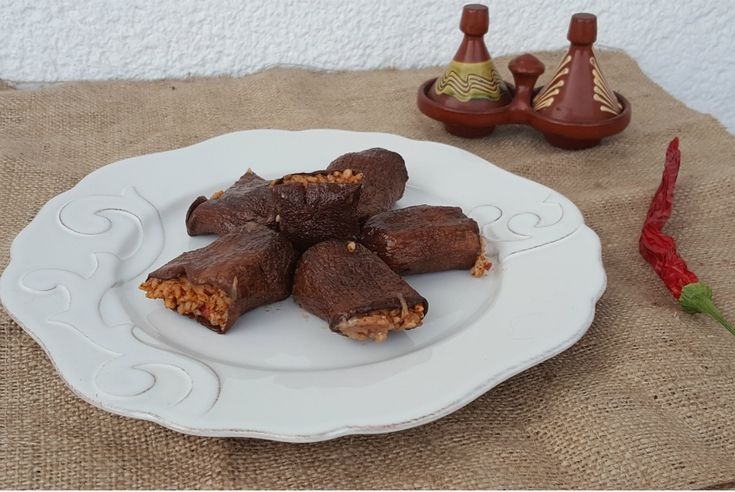 Zeytinyağlı kuru patlıcan dolması, Güneydoğu mutfağının en sevilen ve bilinen, lezzetini baharatlarından alan yemeklerindendir.