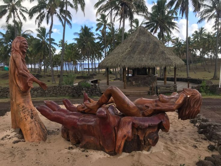 Beside all the archeology on our different tours, you can also see these incredible sculptures made by local artists of Rapa Nui!