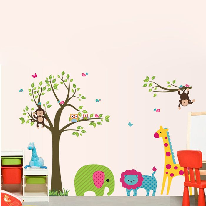 Zöld levelű majmos fák zsiráffal, elefánttal, oroszlánnal falmatrica.  #oroszlán #elefánt #zsiráf #majom #szavanna #afrika #gyerekszobafalmatrica #falmatrica #gyerekszobadekoráció #gyerekszoba #matrica #faldekoráció #dekoráció