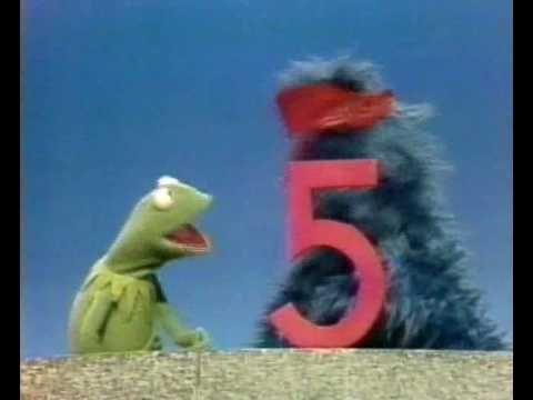 Sesamstraat - Kermit demonstreert het cijfer 5 - YouTube