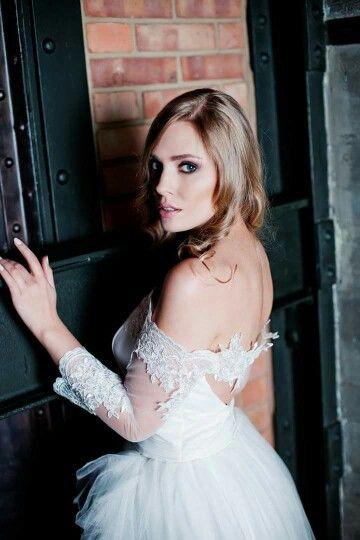 Foto Anna Golebiowska Photography Modelka Dorota Spaczynska Suknie Patricia Szlazko  #szybmaciej #annagolebiowskaphotography #szybmaciejrestauracja&bistro #suknieslubne  #sukniaslubna  #weddingdress #wedding #bride  #pannamloda #patriciaszlazko #pieknesuknie #beautifuldress #lace