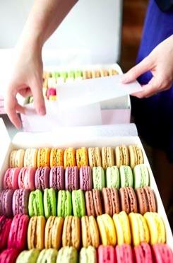 100 Ladurée Macarons