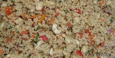 Salade de quinoa aux noix de cajou et sauce au sésame