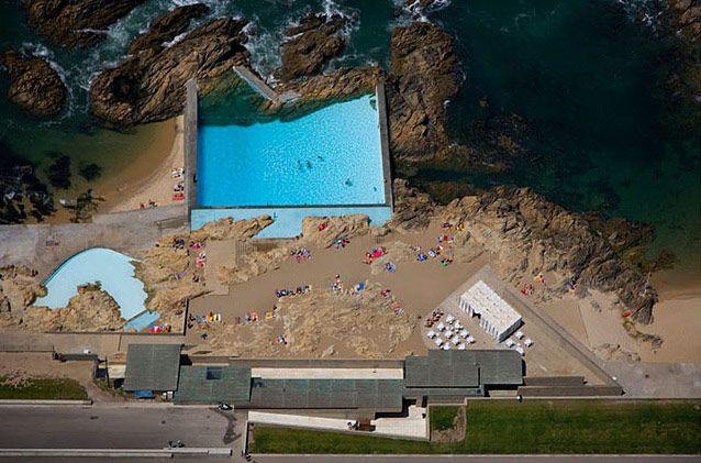 Piscina das mares an architectural classic in le a da palmeira a fishing town near porto in for Alvaro siza leca swimming pools