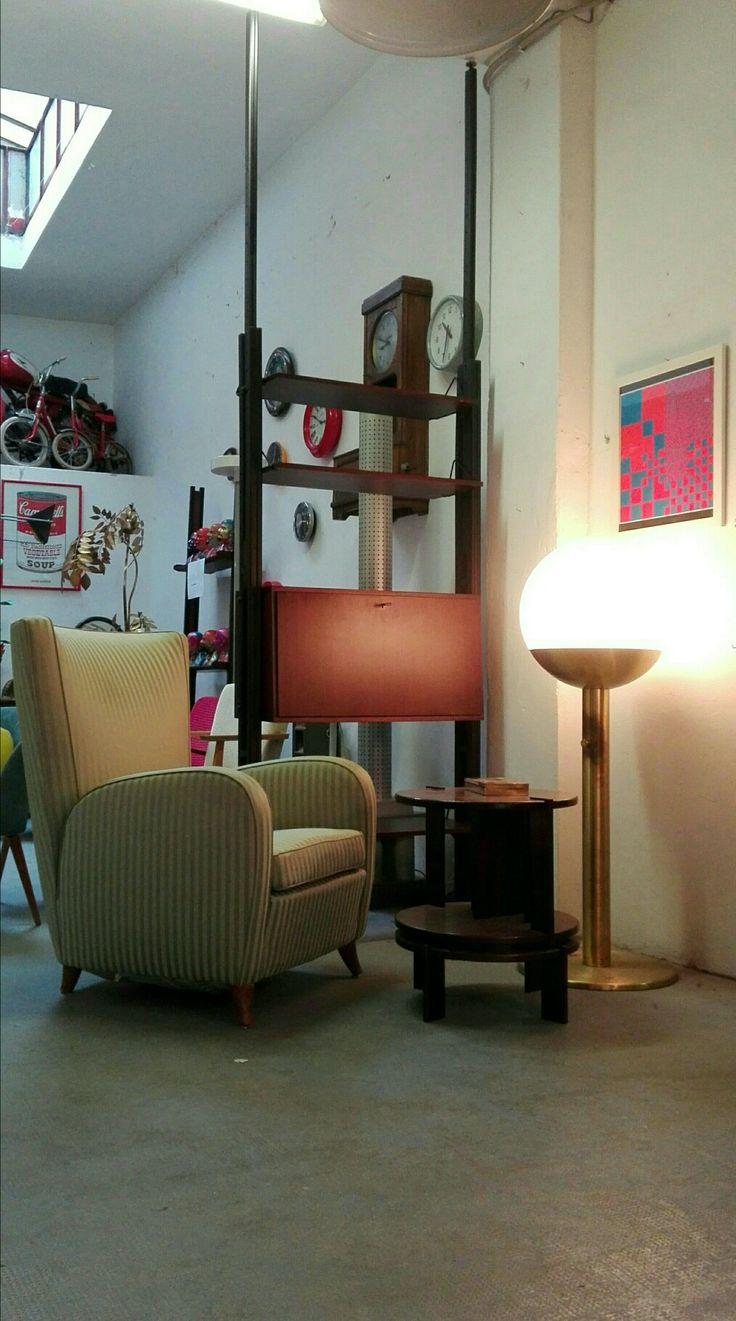 Libreria ne abbiamo?! Poltrona?! Quadro?! Lampada?! E ... tavolino?! Angoli instagram... #magazzino76 #viapadova #Milano #nolo #viapadova76 #M76 #modernariato #vintage #industrialdesign #industrial #industriale #furnituredesign #furniture #mobili #sofas #poltrone #modernfurniture #armchairs  #solocoseoriginali #madoveletrovi