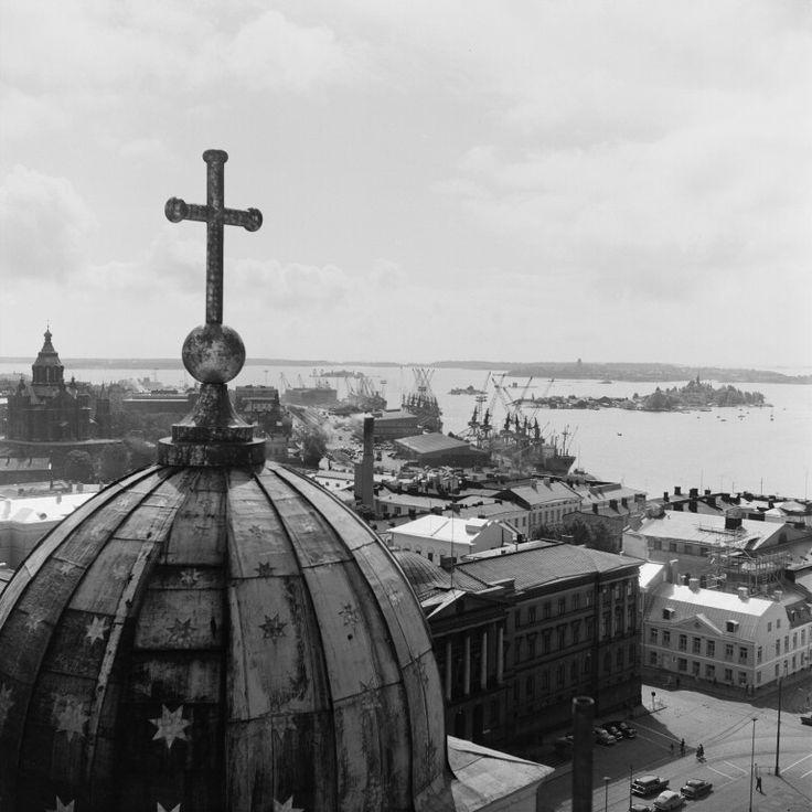 Näköala Tuomiokirkon tornista kaakkoon. Etualalla...