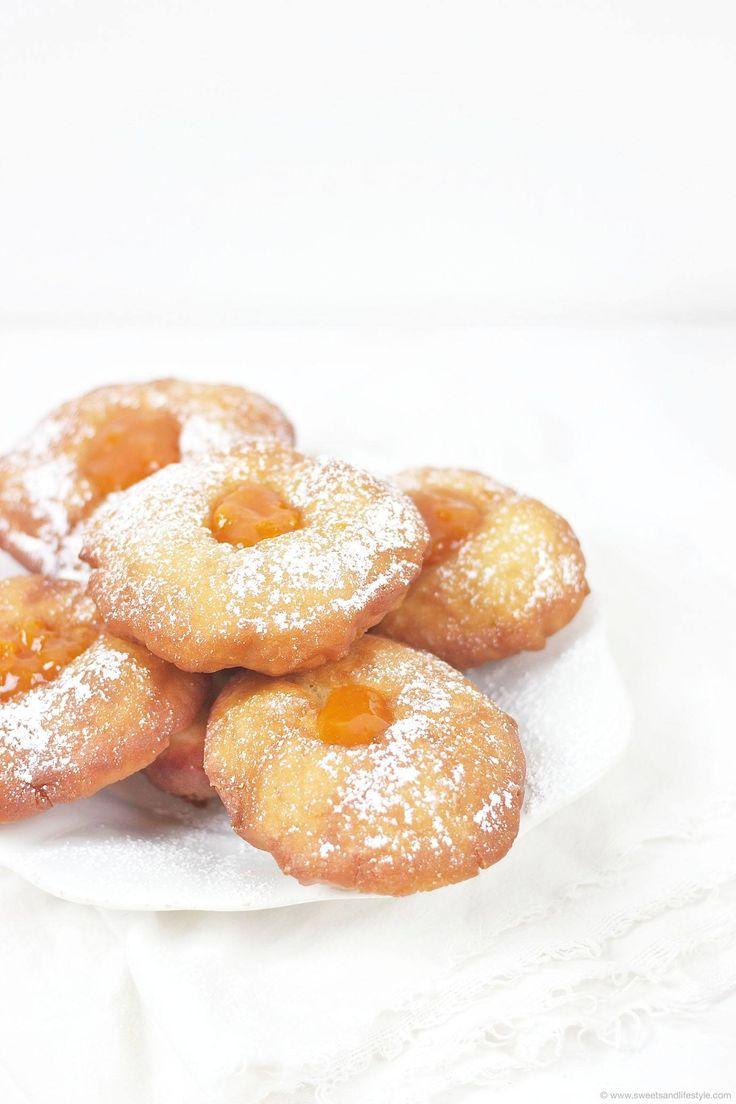 Selbst gemachte Bauernkrapfen // traditional Austrian donuts filled with jam // Sweets & Lifestyle®️  #bauernkrapfen #recipe #food #rezept #fasching #carnival #karneval #donuts #jam #hefteig #germteig #sweetsandlifestyle