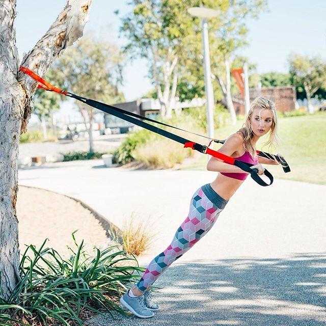 Spor salonlarından sıkıldıysanız antrenmanlarınızı açık havaya taşıyın Spor kıyafetlerinizin yenilenmeye ihtiyacı varsa, dünyanın önde gelen aktif giyim markalarının yeni sezon koleksiyonlarını Stilefit.com'da keşfedin