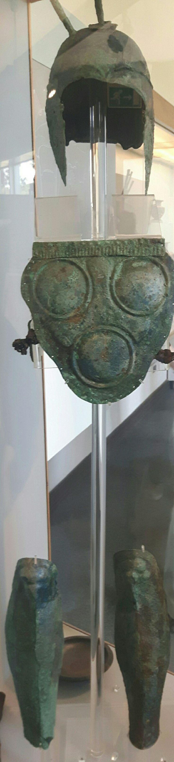 Paestum. Armatura di guerriero Lucano, parte di corredo funebre. 380-370 a.C.