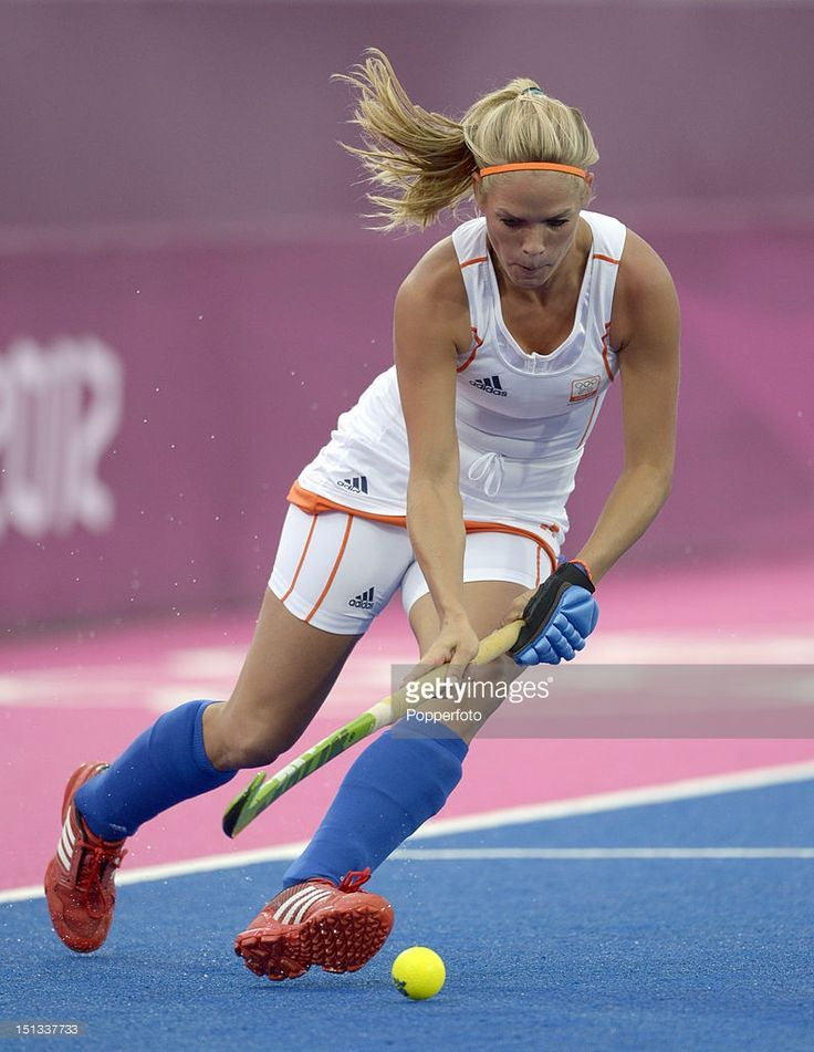 Ю - Kitty Van Male of the netherlands during the womens hockey match (792×1024)