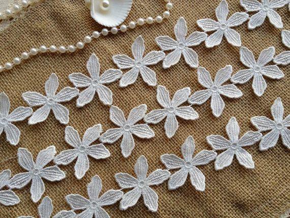 White Lace Applique, Flower Trim, White Venice Lace Trim, Clothing Lace Trims    This listing is for 2 yards.    Flower diameter : 1.57 (4 cm)    Use