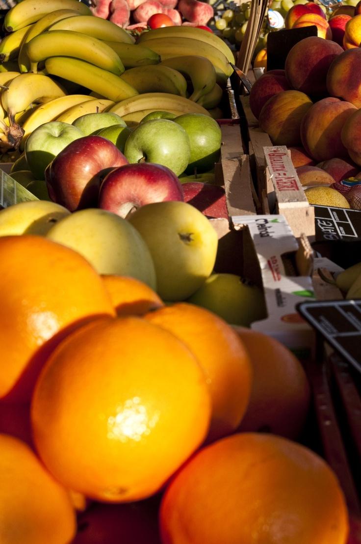 Colori caldi Bancarella della frutta a Marciana Marina, Isola d'Elba. PER VOTARE QUESTA FOTO http://www.dallapianta.it/blog/wp-content/plugins/wp-photocontest/viewimg.php?post_id=505_id=96