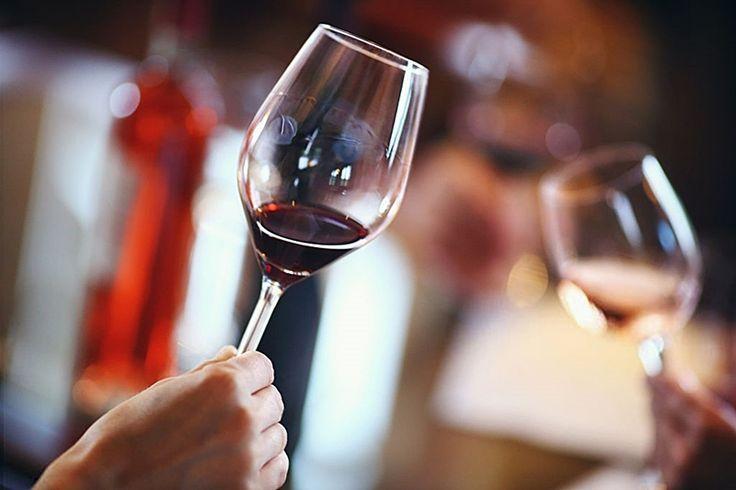 Una copa de vino tinto al día ayuda al organismo, reduce el colesterol y disminuye el riesgo de infartos